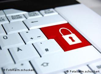 در روزهای منتهی به ۲۵ بهمن ۱۳۹۰ دسترسی بیش از ۳۰ میلیون کاربر ایرانی به سرویس ایمیل خود قطع شد