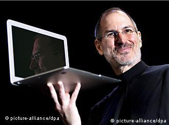 epa02879845 (FILES) A picture dated 12 January 2008 shows Apple CEO and co-founder Steve Jobs holding up the new Macbook Air, an ultra-thin laptop in San Francisco, California, USA. Jobs, the iconic high-tech innovator, resigned as the Apple CEO on 24 August 2011, stating that he can no longer fulfull his duties as the company's leader. He is replaced by Tim Cook. EPA/JOHN G. MABANGLO