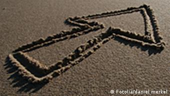 Ein Pfeil im Sand