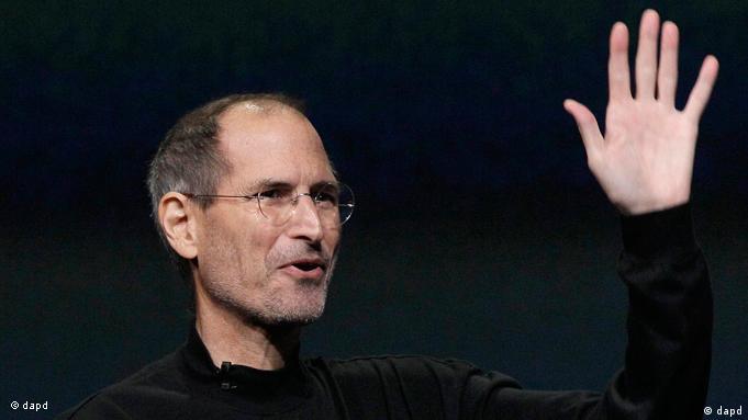 استیو جابز درگیر با سرطان در ۵۵ سالگی از مدیرعاملی اپل کناره گرفت