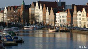 Lübeck: Die Altstadt Die historische Bausubstanz und das einzigartige Altstadtensemble wurden von der UNESCO 1987 in den Rang des Weltkulturerbe erhoben.