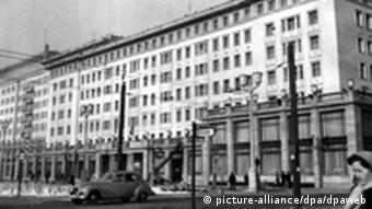 Ausstellung Berlin Warschau Karl-Marx-Allee (picture-alliance/dpa/dpaweb)