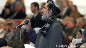 Ein Delegierter der afghanischen Loja Dschirga Kabul bei einer Sitzung der Ratsversammlung (Foto: dpa)