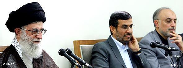 تعمیق شکاف سیاسی درون کشور و شدت گرفتن اختلافات خامنهای و احمدینژاد، از جمله دلایل کاهش حمایت ایرانیان از برنامه هستهای است
