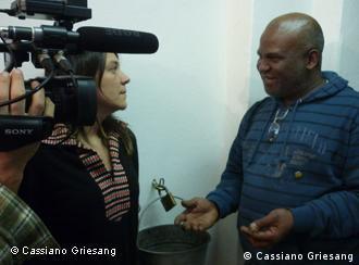 Denise Garcia e Osaren Igbinoba durante as filmagens
