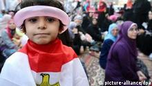 epa02888542 An Egyptian children (L) is wrapped with the Egyptian National flag as she poses for a photograph during the Eid al-Fitr prayer in Tahrir square, Egypt, 30 August 2011. Muslims in most parts of the Arab world began to celebrate Eid-al-Fitr, which marks the end of the holy fasting month of Ramadan on 30 August EPA/MOHAMED OMAR +++(c) dpa - Bildfunk+++