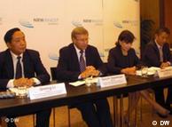 (左起)中国投资协会副会长、大中型企业投资专业委员会会长李启明;北威州经济、能源、住建和交通部长福克斯贝尔格