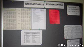 ###Nur für den Artikel Ohne Internet geht gar nichts aus der Reihe Studentenleben 2011### Schwarzes Brett an der Frankfurter Uni. Juli 2011, Frankfurt. Bilder sind alle von Bianca von der Au, bei ihr liegen auch die Rechte.