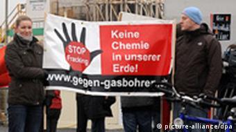Bürger protestieren gegen Fracking (Foto: dpa)