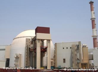 A file photo dated 20 August 2010 shows a general view of the nuclear power plant in Bushehr, south Iran, a day before the official opening ceremony. Iran's first nuclear reactor was connected to the national electricity network on 03 September 2011, Iran's Atomic Energy Organization said in a statement carried by ISNA news agency. The whole plant is to become fully operational on 12 September and to produce 1000 megwatts. EPA/ABEDIN TAHERKENAREH +++(c) dpa - Bildfunk+++