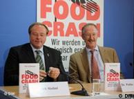 Ministra alemana de Desarrollo Dirk Niebel con Felix zu Löwenstein Prinz