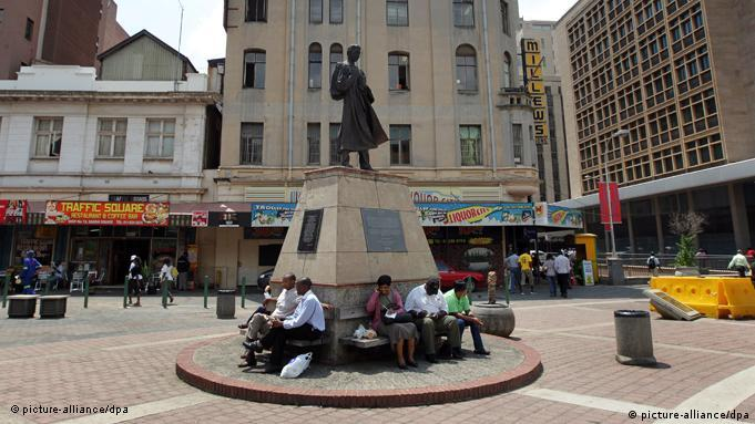 Gandhi statue in Johannesburg (picture-alliance/dpa)