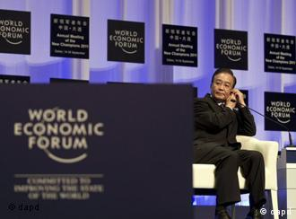Chinese Premier Wen Jiabao adjusts his earpiece as he arrives at the opening of the annual meeting of the New Champions The Summer Davos held by the World Economic Forum at the Dalian World Expo Center in Dalian, in northeast China's Liaoning Province, Wednesday, Sept. 14, 2011. (Foto:Andy Wong/AP/dapd)