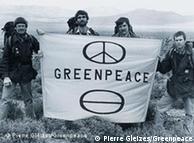 Em 1971, 12 ativistas fundaram a organização não governamental