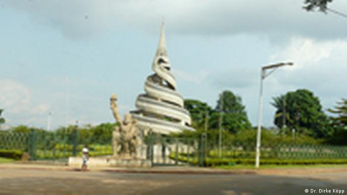 Denkmal für die Wiedervereinigung der beiden Kameruns (Dr. Dirke Köpp)
