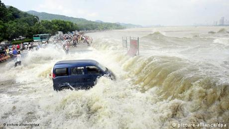Powerful river tides in China caused by typhoon Nanmadol