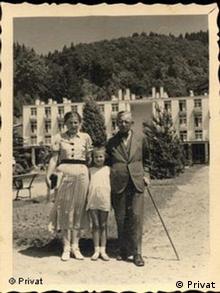 Яніна Гешелес з батьками на літньому відпочинку, 1936 рік