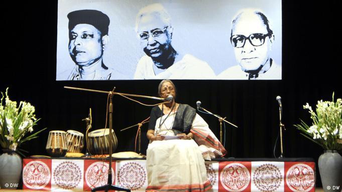 Flash-Galerie Bangladeshi singer Dr. Sanjida Khatun