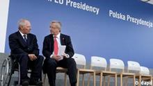 Eurogroup president Jean-Claude Juncker,right, and German Finance Minister Wolfgang Schaeuble speak after a family photo session during an informal meeting of the Economic and Financial Affairs Council (ECOFIN) in in Wroclaw , Poland on Friday, Sept. 16, 2011. Rescue partners will decide in October on a crucial payout of bailout loan money to bankruptcy-threatened Greece. Juncker and other eurozone finance ministers were discussing Europe's financial crisis at an informal meeting in Wroclaw.(Foto:Czarek Sokolowski/AP/dapd)