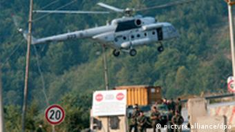 epa02919128 A EULEX transport helicopter carrying EULEX customs and police officers landing at the Brnjak crossings, Kosovo, 16 September 2011. The barricades have been multiplying throughout the enclave as the deadline moved closer for a change of the regime at two border crossings linking the enclave with Serbia proper. EPA/STR SERBIA OUT +++(c) dpa - Bildfunk+++