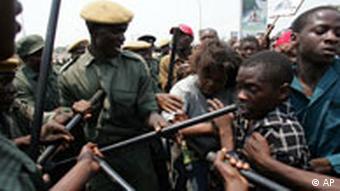 Unruhen nach den Wahlen 2006 (Bild: ap)