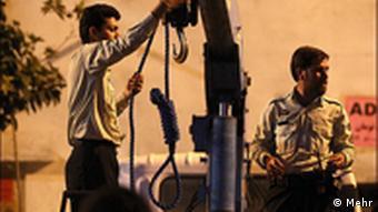 بخش عمده احکام اعدام در ایران برای قاچاق مواد مخدر صادر میشود