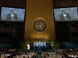 Iran's President Mahmoud Ahmadinejad addresses the 66th session of the United Nations General Assembly, Thursday, Sept. 22, 2011. (Foto:Richard Drew/AP/dapd)