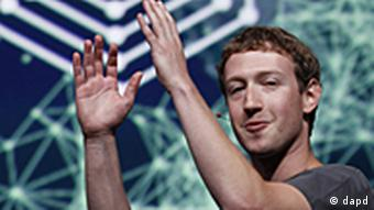 Facebook CEO Mark Zuckerberg gestures during the f/8 conference in San Francisco, Thursday, Sept. 22, 2011. (Foto:Paul Sakuma/AP/dapd)