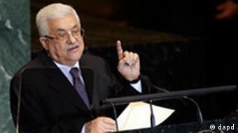 Palestinian President Mahmoud Abbas addresses the 66th session of the United Nations General Assembly, Friday, Sept. 23, 2011 at UN Headquarters. (Foto:Mary Altaffer/AP/dapd)