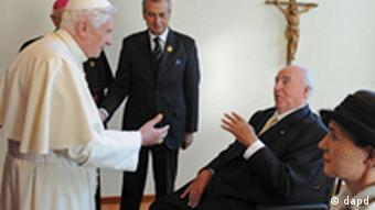 The Pope greets former Chancellor Kohl