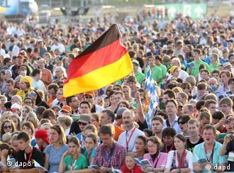 Жители Фрайбурга приветствуют папу римского