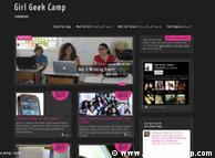 در «کمپ دختران گیک»، شرکت کنندگان با نقش و تاثیر فنآوری، اینترنت و تلفنهای همراه در انقلابهای منطقه  آشنا شده و  مقدمات بحثهای فمینیستی و حضور زنان در وب را یاد میگیرند.
