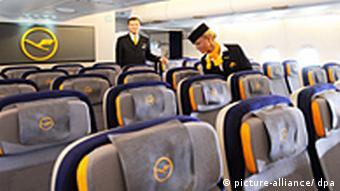 در تمامی هواپیما حتی در قسمت درجه دو نیز صندلیهایی هستند که از بقیه راحتترند