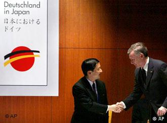 Handschlag zwischen Präsident Köhler und Kronprinz Naruhito