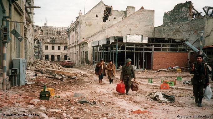 Vukovar 1991. - građani napuštaju razoreni grad