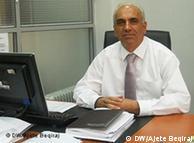 Ragip Gjoshi - Berater des Ministers für Bildung. 26.09.2011, Pristina. Copyright: DW/Ajete Beqiraj