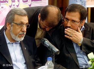محمودرضا خاوری (سمت چپ) در کنار شمسالدین حسینی، وزیر اقتصاد