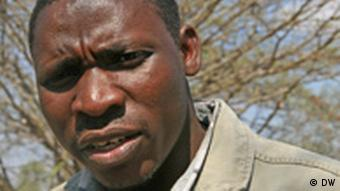 Mathias Lyamunda von der Nichtregierungsorganisation FEMAPO (Foto: DW/Ute Schaeffer)