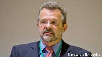 Франц Тённес