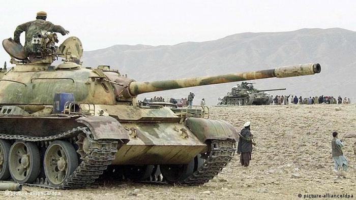 Flash-Galerie Afghanistan 10 Jahre Intervention Panzer (picture-alliance/dpa)