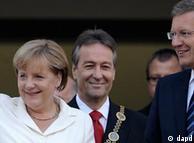 آنگلا مرکل، صدر اعظم آلمان حمایت خود را پیش از عذر خواهی کریستیان وولف از وی ابراز کرده بود
