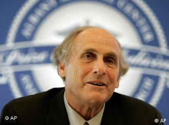 Dr. Ralph Steinman of Rockefeller University speaks during a news conference in Albany, N.Y., Friday, April 24, 2009. He was a co-recipient of the Albany Medical Center Prize, the largest medicine or science award in the United States. (AP Photo/Mike Groll)