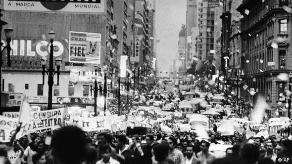 Manifestação de estudantes em São Paulo, em 1º de abril de 1968