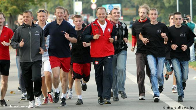 Donald Tusk jogs with group of youth