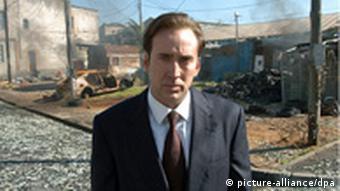 Der Schauspieler Nicolas Cage als Geschäftsmann Yuri Orlov in einer Szene des Kinofilms 'Lord of War' ('Händler des Todes') (Foto: dpa)