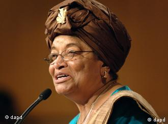 FILE - In this Sept. 18, 2006 file photo, Liberian President Ellen Johnson Sirleaf, addresses the audience at the Kennedy School of Government at Harvard University, in Cambridge, Mass. Liberian President Ellen Johnson Sirleaf, Liberian activist Leymah Gbowee and Tawakkul Karman of Yemen have won the 2011 Nobel Peace Prize, the Norwegian Nobel Committee announced Friday, Oct. 7, 2011. (Foto:Josh Reynolds, File/AP/dapd)