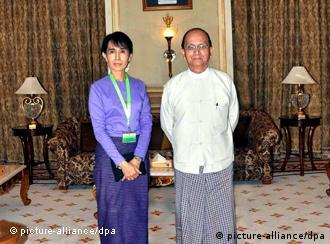 epa02874977 A handout photo released by the Myanmar News Agency shows Myanmar democracy leader Aung San Suu Kyi (L) and President Thein Sein posing for a photo before their meeting at the presidential office in Naypyitaw, Myanmar, 19 August 2011. Democracy icon Aung San Suu Kyi was feted by Myanmar's pro-military government in what appeared to be a move towards approchement. Suu Kyi, who spent 15 of the past 21 years under house arrest, was invited to the capital 19 August to meet President Thein Sein, who later introduced her to his wife and family, sources said. EPA/MNA / HANDOUT HANDOUT EDITORIAL USE ONLY/NO SALES