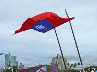 P1050421 Beschreibung: Republik China (Taiwan) Nationalflagge zur den 100 Jahre Feier am 10.10.2011 Datum: 10.10.2011 Ort:Taipeh, Taiwan Fotograf: Shitao Li (DW/Chinesisch)
