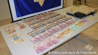 Polícia apreendeu milhares de euros em notas