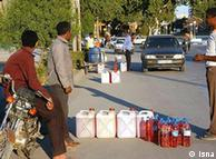 با حدف بارانهها، بنزین از لیتری صد تومان به لیتری هفتصد تومان رسید و بازار سیاه پیدا کرد